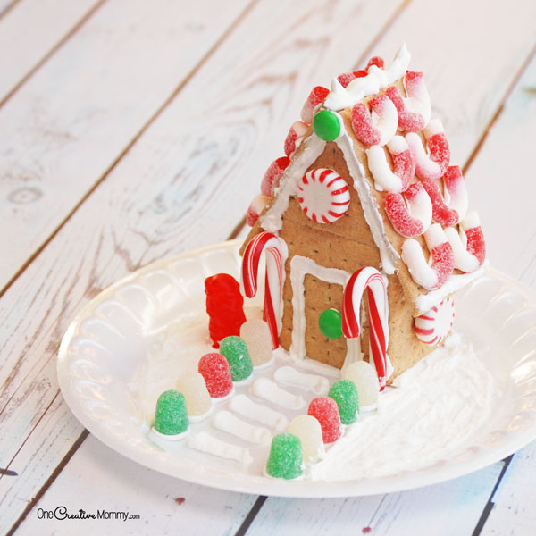 Who knew building a Gingerbread House could be so simple? Great tutorial (including video) to build a house from Graham Crackers. {OneCreativeMommy.com}