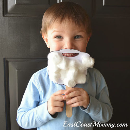 Santa Beard Preschooler Craft from East Coast Mommy {Featured in 25 Amazing Santa Claus Christmas Crafts on OneCreativeMommy.com}